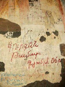 Անիի Տիգրան Հոնենցի եկեղեցում հայերեն «արձանագրություններ» հազարամյա որմնանկարների կողքին