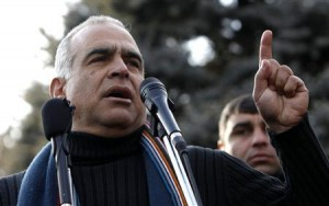 Presidential candidate Raffi Hovannisian addresses supporters at a rally in Yerevan February 19, 2013.  Credit: REUTERS/David Mdzinarishvili