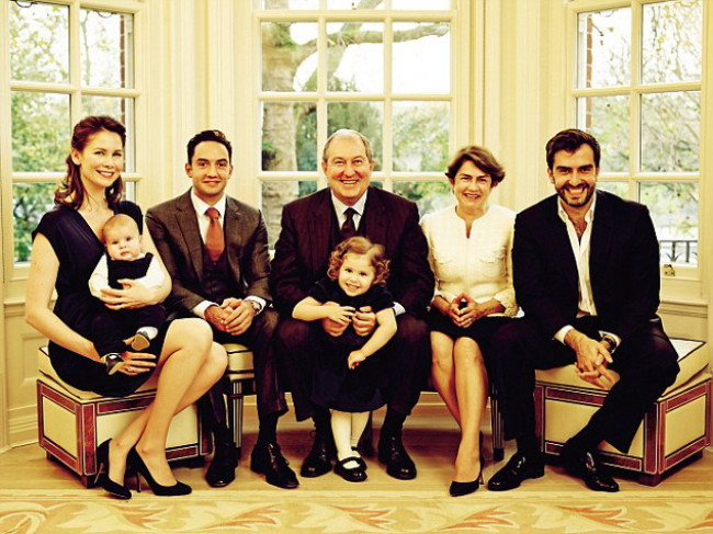 armen-and-nouneh-sarkissian-sons-hayk-on-right-vartan-vartans-wife-michael-rae-and-grandchildren-savannah-and-armen-650x